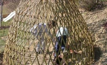Tipi chez des particuliers, implantation de haies vivantes et habillage d'une cage de foot