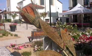 Rose réalisée pour la fête de la rose à Chamboeuf, rose toujours visible au musée de la rose de Chamboeuf